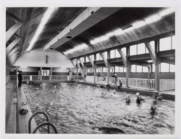 043937 - Interieur. Overdekt gemeentelijk zwembad aan de Ringbaan-Oost.