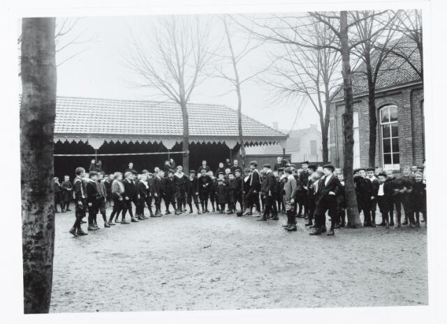 051287 - Basisondewijs. r.k. lagere school. De Leoschool. De voetbalclub van de Leoschool in 1907.