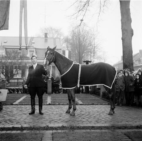 050273 - 12½-jarig jubileum burgemeester mr. W.Th.M. Verhoeven.
