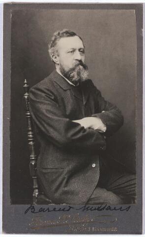 005238 - Bernardus Vincentius Johannes (Barend) MUTSAERS (Tilburg 1844 - Oosterhout 1903) was van 1844 tot aan zijn dood notaris in Oosterhout. Hij was een zoon van fabrikant Bernardus J. Mutsaers en Catharina van Roessel. In 1880 trouwde hij in Tilburg met Augusta Josepha Maria Verbunt (Tilburg 1852 - Eindhoven 1940, begraven te Tilburg).