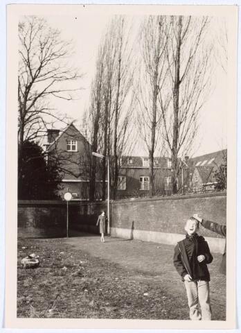019151 - Het ´Zusterstraatje, bezien vanuit de Bisschop Aelenstraat in de richting van de Goirkestraat