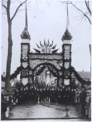 024703 - Ereboog bij het klooster van de capucijnen aan de Korvelseweg ter gelegenheid van het 25-jarig bestaan van het klooster in 1907