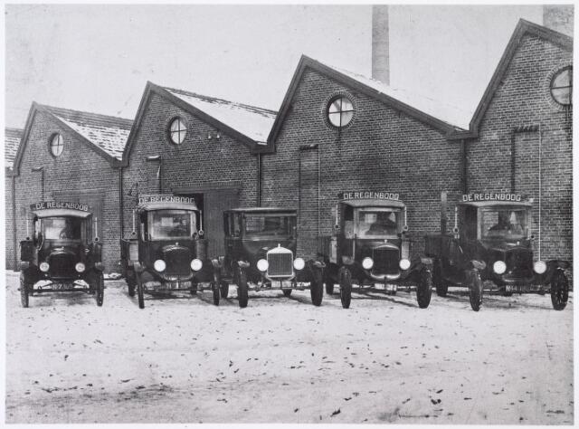 016125 - Wagenpark van ververij en stomerij De Regenboog aan de Bredaseweg na 1924.