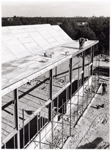 039226 - Volt, Algemeen, Gebouwen, Nieuwbouw t.b.v. de gereedschapmakerij. De in aanbouw zijnde hal ND op complex Noord in 1964.