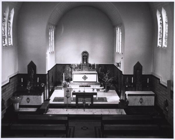 022981 - Elisabethziekenhuis. Gezondheidszorg. Priesterkoor in de kapel van het St. Elisabethziekenhuis. Momenteel is het in gebruik door het Klassetheater (voorheen Carré-Zaal 16)