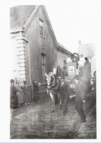 009018 - optocht H. Kindsheid parochie 't Goirke bij de Norbertus-poort.