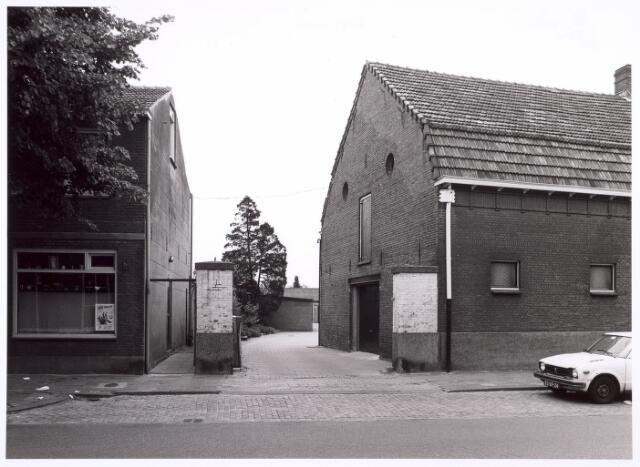 016684 - Poort tussen de panden Broekhovenseweg 111a en 113
