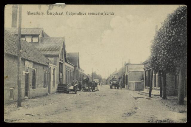 91837 - De Coöperatieve Roomboterfabriek St. Gommaris  in de Dorpstraat (1910 - 1963) Rechts zadelmakerij Dirkse gebouwd in 1910 (Dorpsstraat 39) en daarnaast (nr. 37) woon-winkelhuis van loodgieter en fietsenhandel Verhaard, gebouwd in 1916.