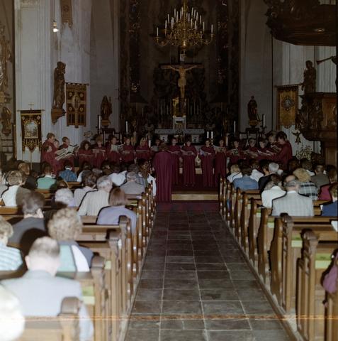 1237_012_900_002 - Mis in de kerk van de Goirkestraat. Heilige Dionysiuskerk.