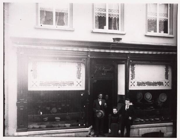036179 - Stadhuisplein.   Hoeden en Petten firma J.B. Happel