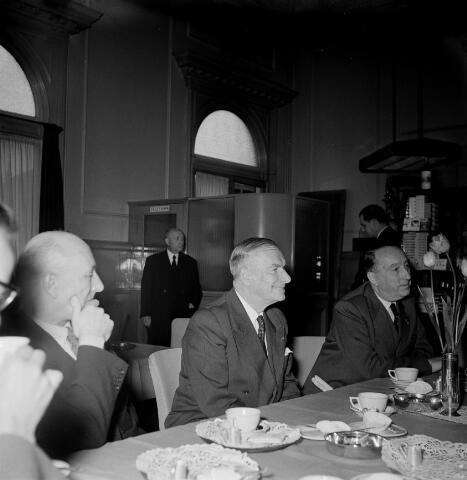 050601 - 1e Spade Hoogspoor Tilburg, burgemeester Van Voorst tot Voorst en dr. mr. F. den Hollander president NS.