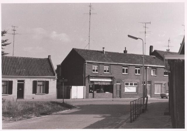 030795 - De Schans. Links voorheen Rugdijk, rechts voorheen Heikant.