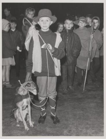 082022 - Rijen, Kerstviering. Fransje Aarts uit Rijen als herder met zijn hond op Klein Bethlehem