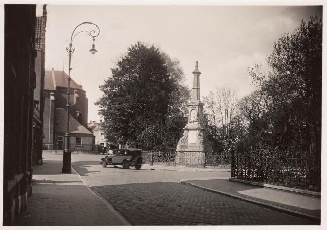 036025 - Gedenknaald koning Willem II, thans Stadhuisplein.