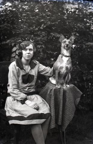 654826 - Vrouw met hond.