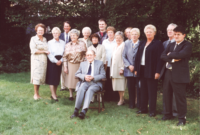 654002 - Groepsfoto. Foto genomen ter gelegenheid van het 40-jarig bestaan van het Parochieel Missie Centrum.