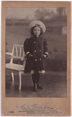 003882 - Joanna Judoca Elisabeth Francisca (Jo) BURMANJE, dochter van Wouterus Burmanje (1865-1924) en Elisabeth Stalpers (1860-1923), werd geboren op 2 augustus 1900 te Tilburg (Heuvel) en overleed aldaar op 11 mei 1973. Huwde met Petrus Joannes Maria (Pierre) van der Meijs (1897-1954).