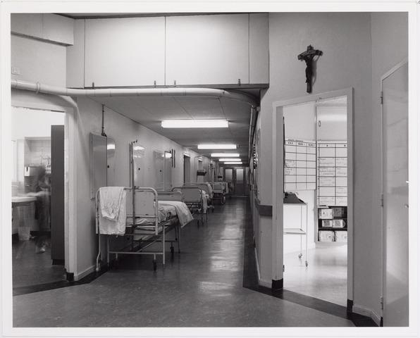 041857 - Elisabethziekenhuis. Gezondheidszorg. Ziekenhuizen. Gangen bij de operatieafdeling in het St. Elisabethziekenhuis.