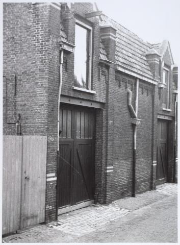 014908 - Bedrijfspand aan de Voorstraat, gelegen tussen de Atelierstraat en de Lange Nieuwstraat. Het pand werd gesloopt voor de aanleg van een city-ring rond de binnenstad. In dit gebouw was vroeger het beddenfabriek Brouwers ABZ.