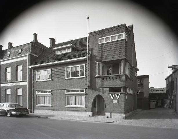 653680 - Vokofa (Vogelkooienfabriek) Goirkestraat. Eigenaar was C. van Dijk. Achter het woonhuis/kantoor lag de fabriek