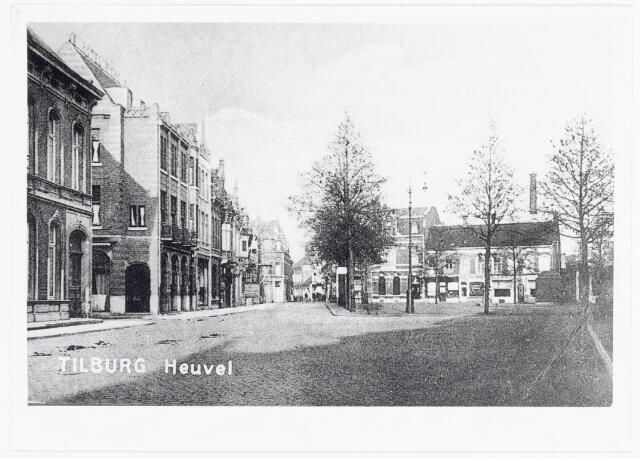 040000 - Links de zuidzijde van de Heuvel. Links het pand Taminiau, vervolgens de prinses Julianastraat en hotel Riche.