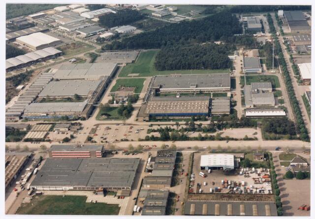 039156 -  Volt, Algemeen, Luchtfoto. Voltterrein, fabriekscomplex Volt noord met op de voorgrond het bedrijf Borstlap en daarachter de Zevenheuvelenweg.