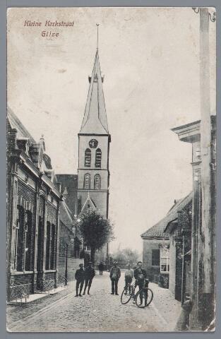 057872 - Gilze. Links woonhuis van H.A. Brouwers leerlooier in 1928 (nr. 56 in 1972) De kerktoren is ingetekend.