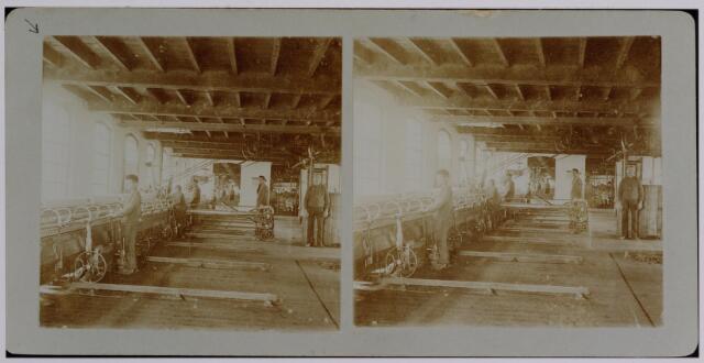 037580 - Stereofoto. Textielindustrie. Spinnerij van wollenstoffenfabriek Gebroeders Diepen omstreeks 1905