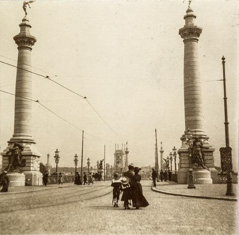 653617L - Straatbeeld, Pont de Fragnée. (Origineel is een stereofoto.)