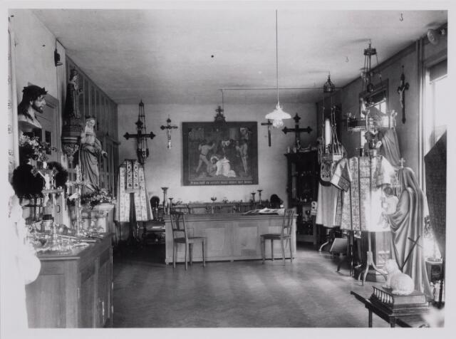 040287 - Showroom van de firma Verbunt van Dijk, o.a. leverancier van kerkelijke ornamenten