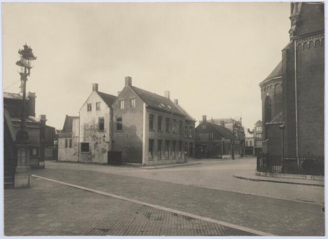 027798 - Hotel De Gouden Zwaan (op de hoek).