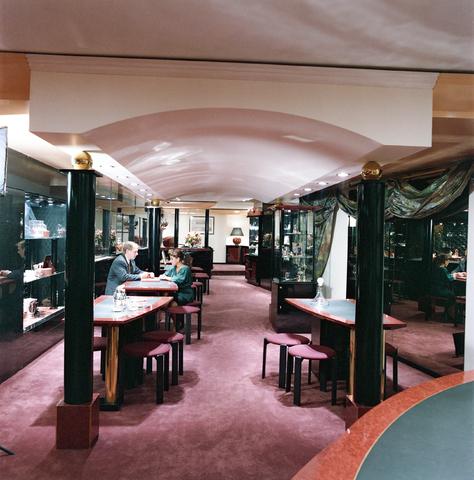 D-00800 - Interieur winkel Pijnenburg aan de heuvelstraat (architect - Hooper)