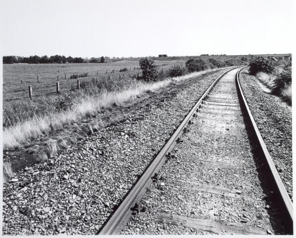 015340 - Landschap. Voormalige spoorlijn Tilburg - Turnhout, in de volksmond ´Bels lijntje´ genoemd. Op Nederlands grondgebied is het thans een fietspad