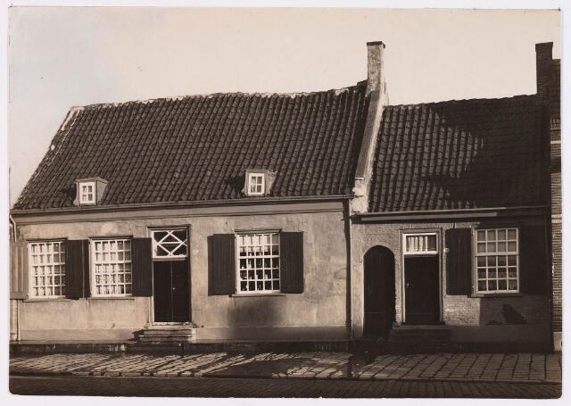 028637 - Panden aan het Piusplein numers 49 en 50; het pand nummer 50 is later afgebroken