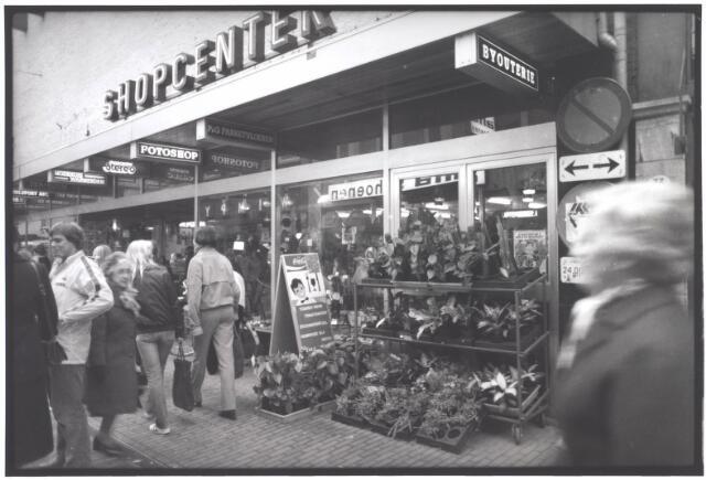 021980 - Shopcenter in de Heuvelstraat