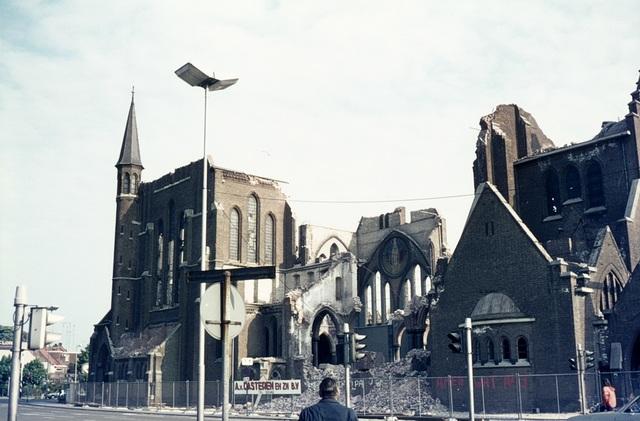 413_00026 - Afbraak Noordhoekse Kerk. R.K. parochiekerk H. Hart van Jezus