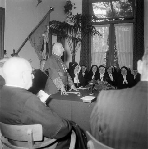 050374 - 100-jarig bestaan van de kweekschool: Zusters van Liefde Oude Dijk, Tilburg.