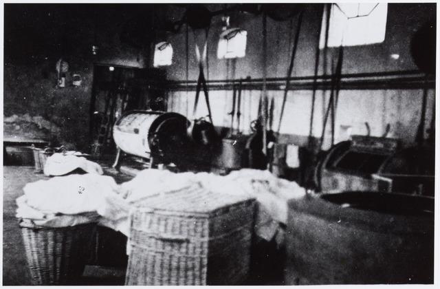 057176 - Oisterwijk. Interieur Eerste Oisterwijksche Stoomwasch- en Strijkinrichting Reingoed aan de Roode Brugstraat in de jaren 30.  Eigenaar en oprichter was A. Groenland