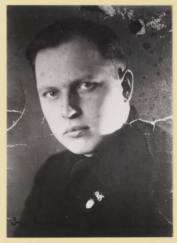 077305 - Arnold Meijer, leider Zwart Front van 1934-1941 Tekst op de foto: In trouwe kameraadschap In 1941 wordt de partij verboden.