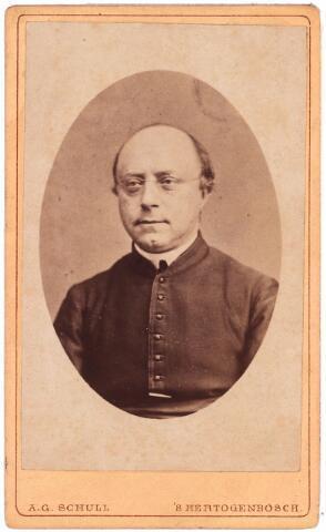 003729 - Mgr. Johannes Baptista BOTS, geboren Helmond 18 sep. 1838, overleden Tilburg 3 maart 1915 in Tilburg. Werd priester gewijd in 1862, was kapelaan in Udenhout, 's-Hertogenbosch en Tilburg ('t Goirke). Deken van Tilburg van 1908 tot 1915. Huisprelaat van Z.H. de Paus, Officier in de orde van Oranje-Nassau.