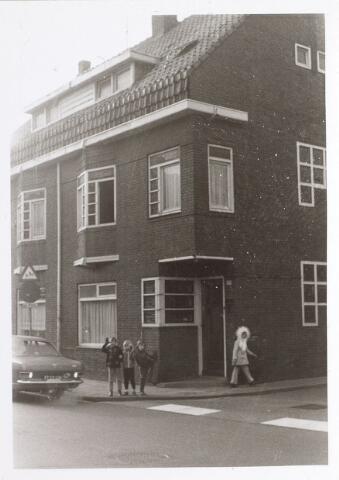 015303 - Pand Bisschop Zwijsenstraat 109, op de hoek met de Hoogtedwarsstraat