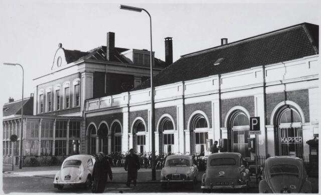 031827 - Spoorwegen: Station aan de Spoorlaan
