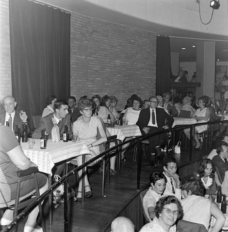 1237_012_997-3_006 - Textiel. Garenfabriek . Van Besouw. Personeelsfeest 1970