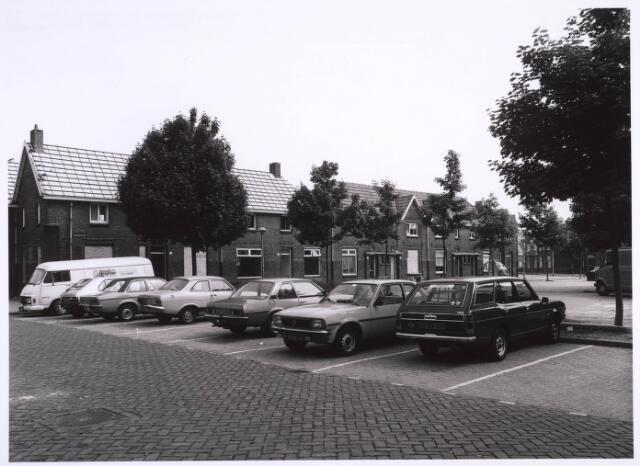 022754 - Geparkeerde auto's op het Horversplein, voorheen Schaepmanplein