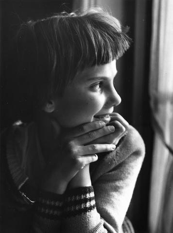 652672 - Portret. onbekend jong meisje.