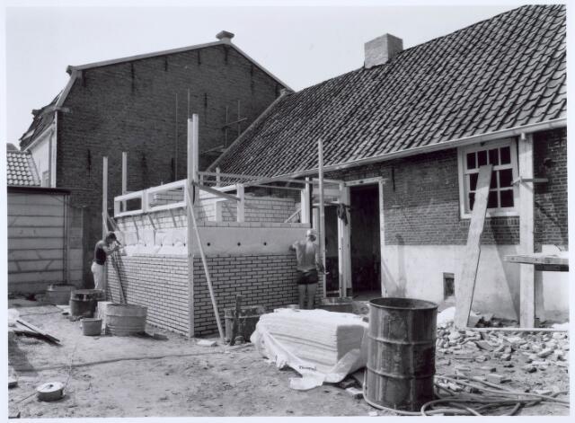 020455 - Restauratie van de wevershuisjes op de hoek Hasseltstraat - Van Hogendorpstraat in 1986