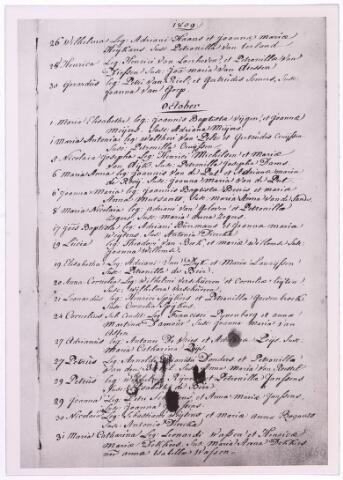 """004051 - Doopakte van Petrus Norbertus (""""Peerke"""") DONDERS op Tilburg 27 oktober1809 - Batavia, in Suriname, 14 jan.1887). Hij werd  missionaris, afkomstig uit een zeer arm milieu, ging op 22-jarige leeftijd naar het klein seminarie te St. Michielsgestel en werd in 1841 priester gewijd. In 1842 vertrok hij naar Suriname en ik 1856 vestigde hij zich als pastoor te Batavia aldaar, het toenmalige leprozenetablissement aan de Coppenamerivier. Donders verzorgde de zieken met de grootste toewijding en leeft in Suriname voort als de 'vader der melaatsen', als 'vriend van de bosnegers (gevluchte slaven) en 'apostel der indianen'. Toen in 1866 de Surinaamse missie aan de redemptoristen werd toevertrouwd, trad hij tot deze congregatie toe. Hij heeft 44 jaar in Suriname gewerkt. In 1913 werd het proces van zijn zaligverklaring ingeleid. Op 23 mei 1982 kondigde paus Johannes Paulus II de zaligverklaring af. Petrus Donders ligt begraven in de kathedraal van Suriname. Op zijn geboortegrond aan de Heikant in Tilburg is al zo'n eeuw geleden een bedevaartplaats ontstaan."""