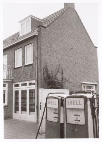 018913 - Benzinepomp aan de Gildebroederstraat eind 1978