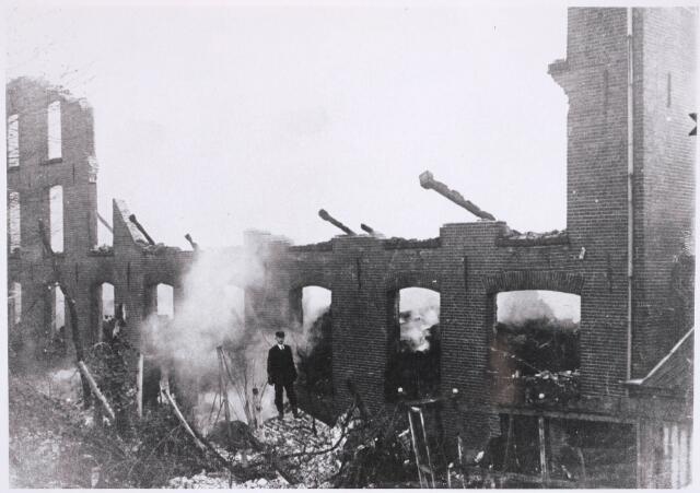 031561 - Brand: op 11 januari 1921 is het fabriekspand aan de Spoorlaan 86 van J.v.Hoof vh Jansssen. Tulder afgebrand.