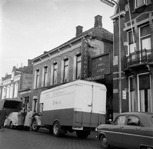 050620 - Brabants orkest. Transport voor concert in Metropool aan de Heuvel, auto + paard en wagen.